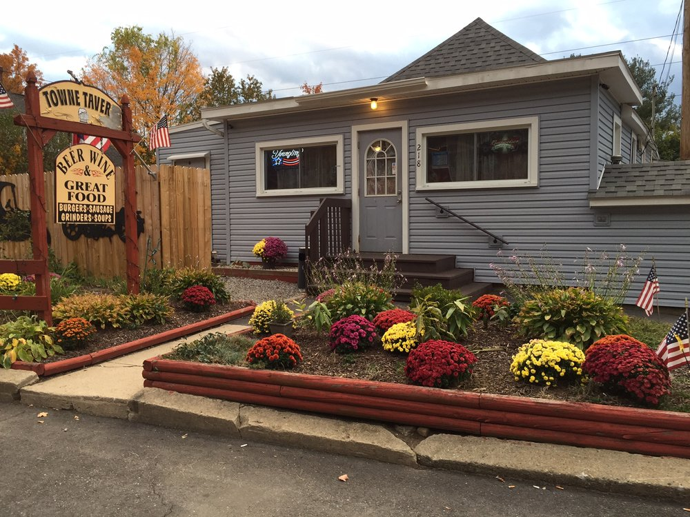 The Towne Tavern: 218 Harwinton Ave, Torrington, CT
