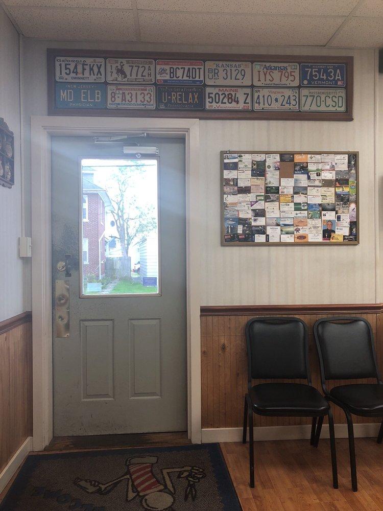 Glatfelter Barber Shop: 2025 State St, East Petersburg, PA