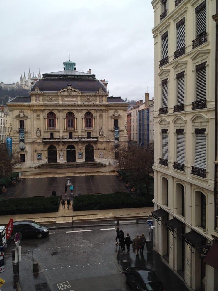 Hotel des c lestins h tels 4 rue des archers for Hotel france numero