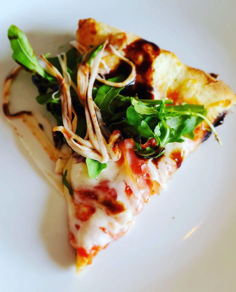 Vinnie's Pizza: 206 N Main St, Ridgefield, WA