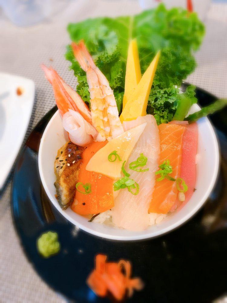 Food from Lotus Thai & Sushi