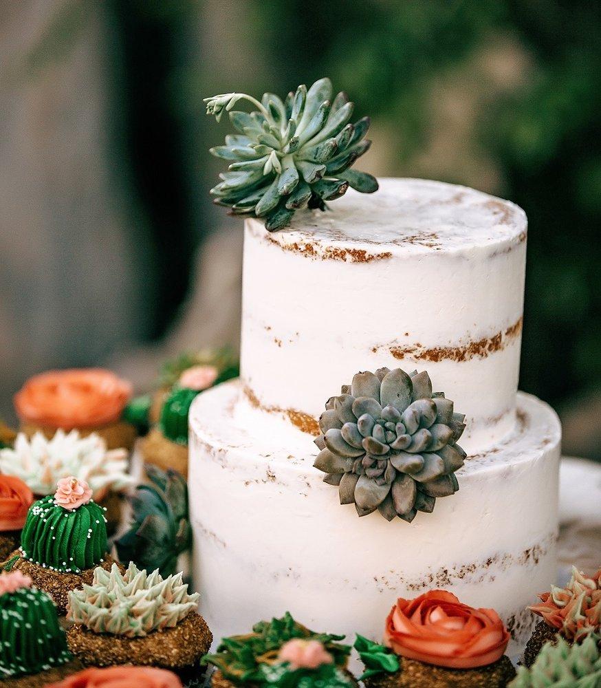 Exquisite Desserts: 77682 Country Club Dr, Palm Desert, CA