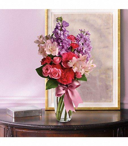 Alma's Designs Florist & More: 2718 N Main St, Liberty, TX