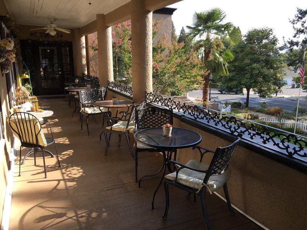 Jacksonville's Magnolia Inn: 245 N 5th St, Jacksonville, OR