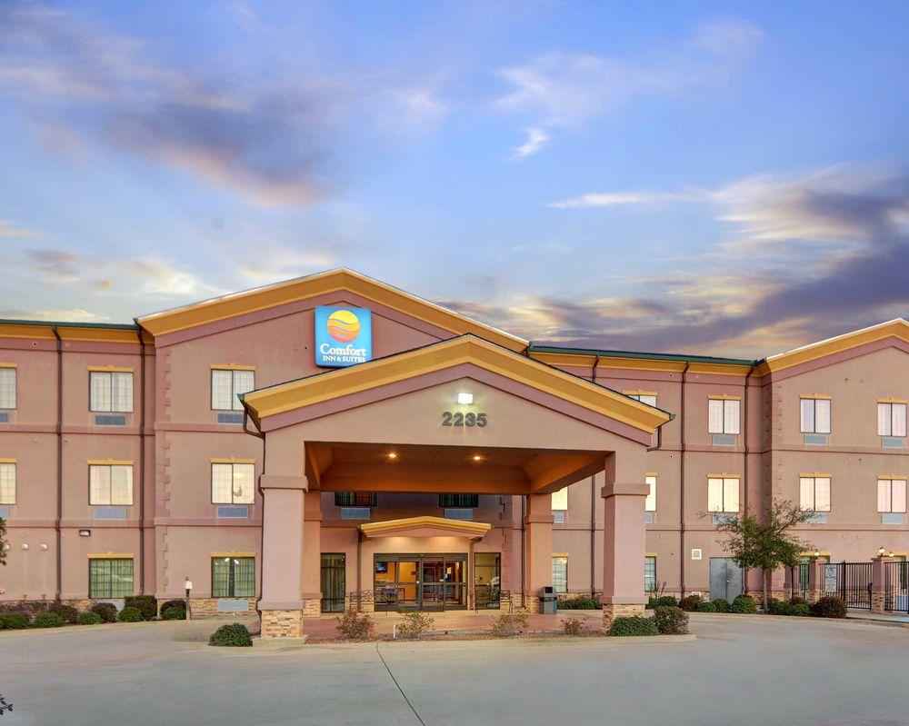 Comfort Inn & Suites - 17 Photos - Hotels - 2235 SE Loop, Carthage ...