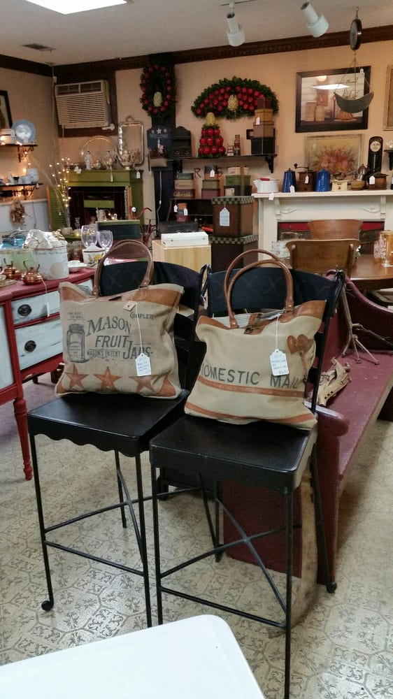 vintage primitive shabby artesy rusty or antiques we have that and so much more we carry gently. Black Bedroom Furniture Sets. Home Design Ideas