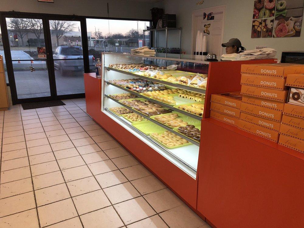 Snowflake Donuts: 6001 Wesley St, Greenville, TX