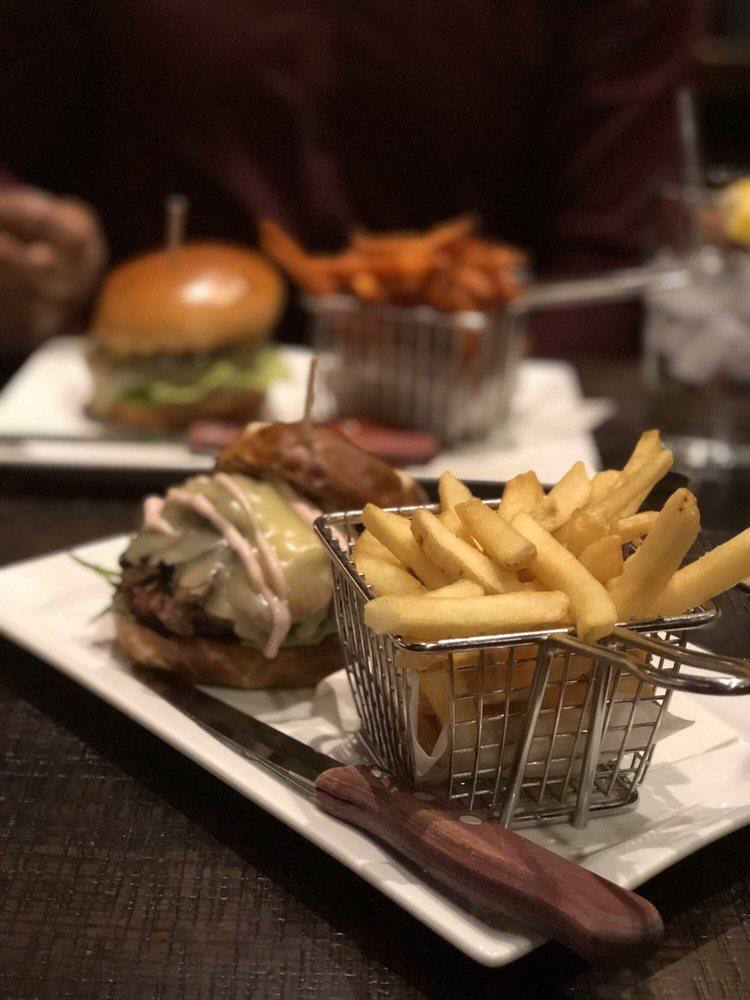 Burgerhaus: 3304 Calumet Ave, Valparaiso, IN