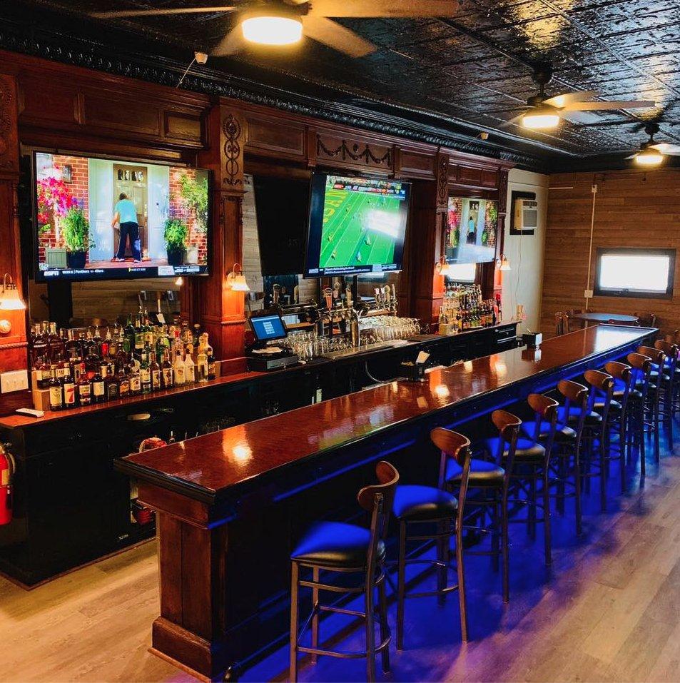 Cosmo's on Oak: 419 Oak St, Scranton, PA