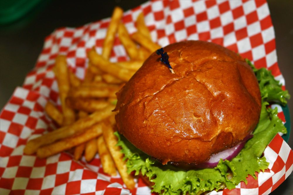Grizzly's Pub & Grub: 8331 Grizzly Flat Rd, Somerset, CA