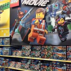 Toys r us lego movie