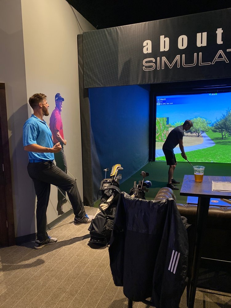 Oakwood Virtual Golf: 293 Oakwood Dr, Glastonbury, CT