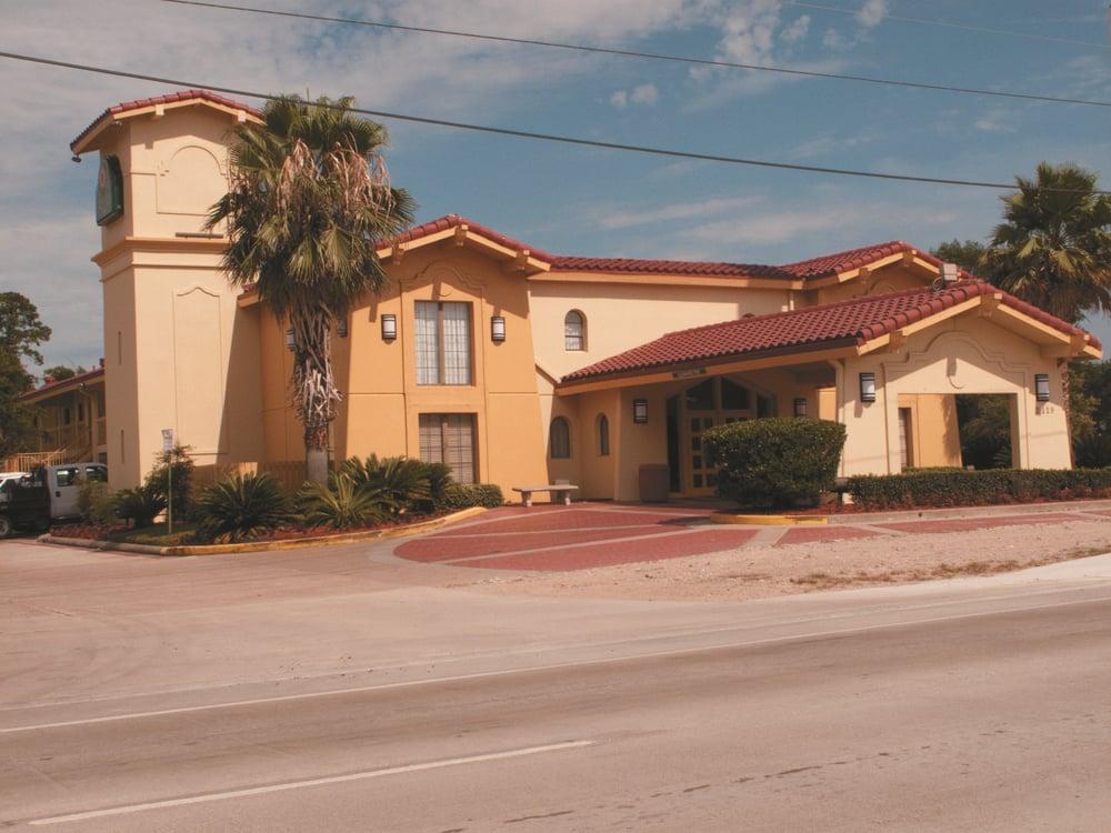 La Quinta Inn by Wyndham Lufkin: 2119 S. 1st St, Lufkin, TX