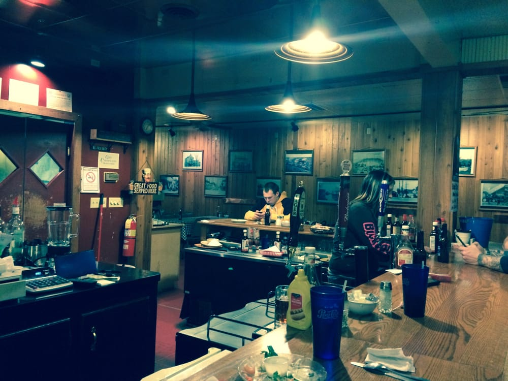 Dick's Place: 102 N Bridge St, Newcomerstown, OH