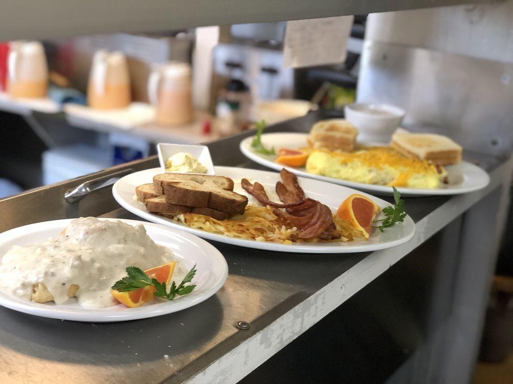 Bunk House Restaurant: 36315 Hwy 101 N, Nehalem, OR