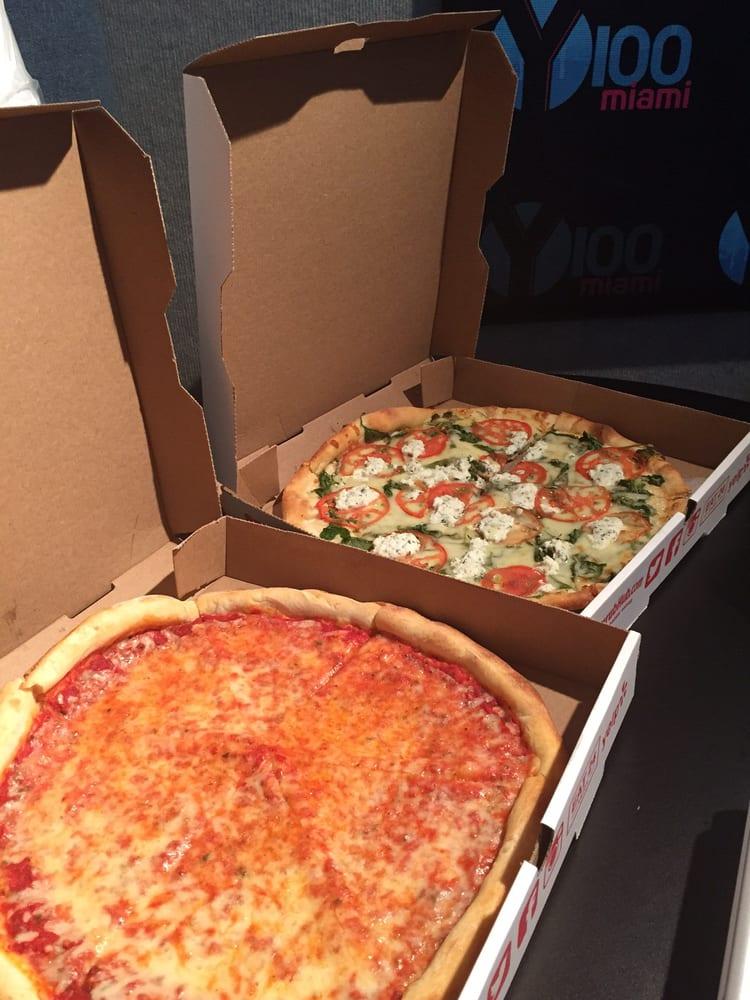 Atendendo o entregador de Pizza