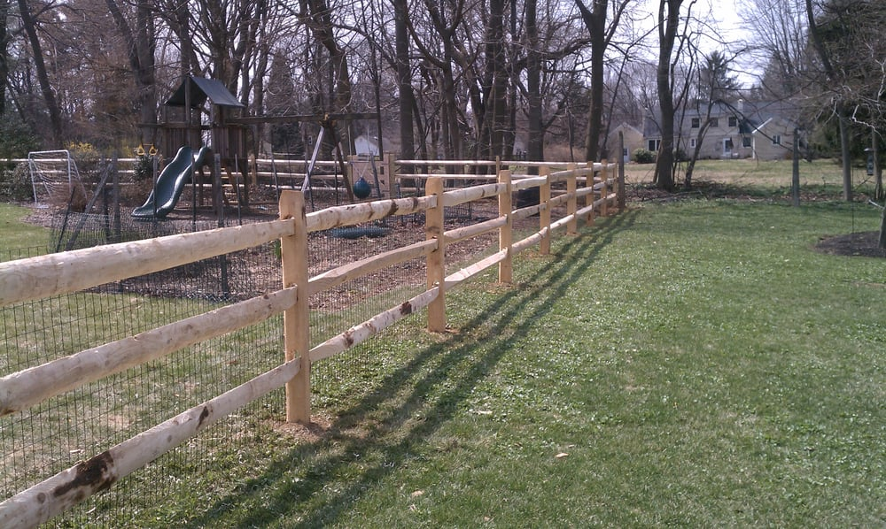 Three Rail Post Amp Rail Fence With Vinyl Coated 2x4 Wire