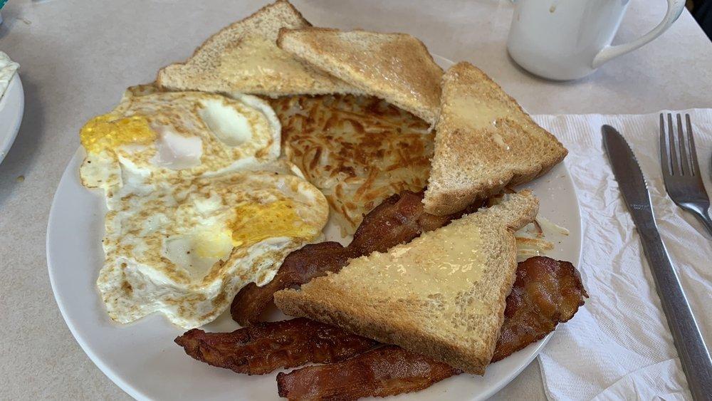Antelope Creek Cafe: 107 E US Hwy 20, Gordon, NE