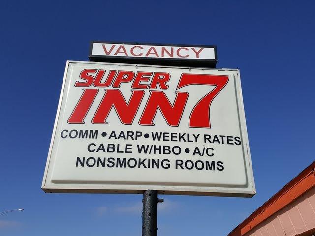 Super 7 Inn: 101 E Pancake Blvd, Liberal, KS