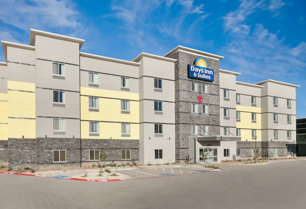 Days Inn & Suites by Wyndham Lubbock Medical Center: 4923 Marsha Sharp Fwy, Lubbock, TX