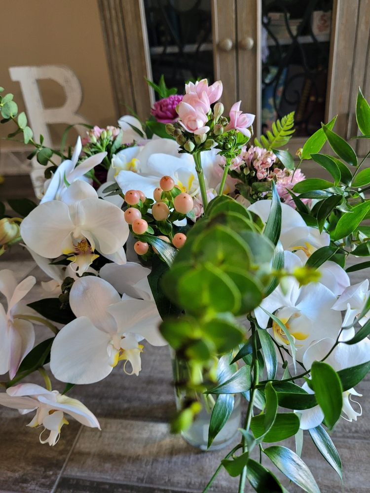 Nature's Best Floral & Boutique: 908 Hansen Rd, Green Bay, WI