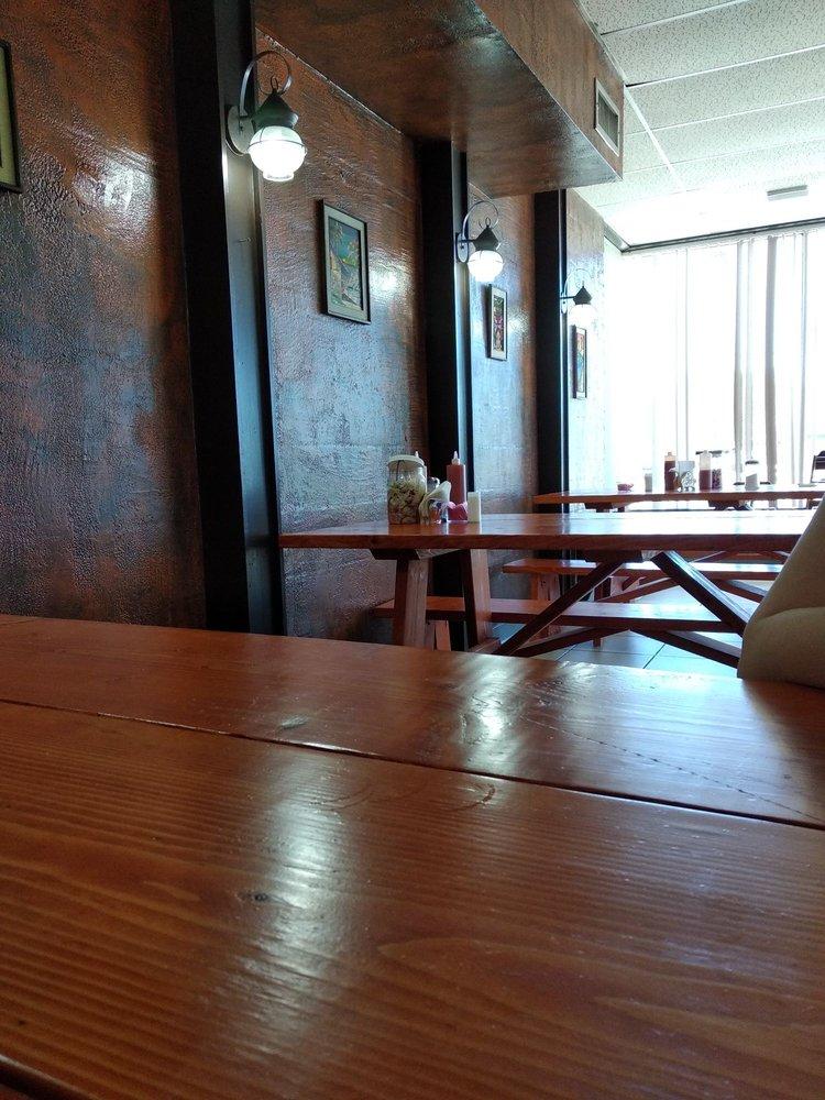 San Salvador Cafe: 5518 W Central Ave, Wichita, KS