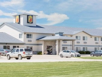 Super 8 by Wyndham Carroll/East: 701 Bella Vista Drive, Carroll, IA