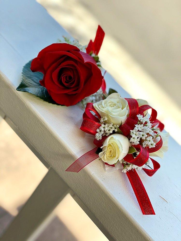 B Cazwells Floral Dezines