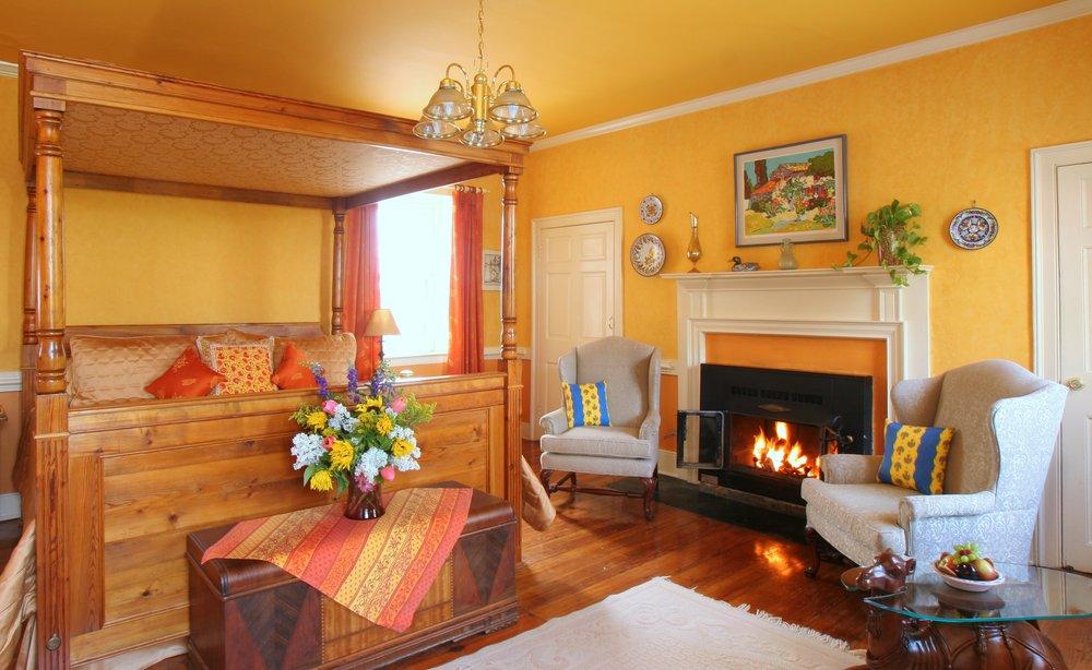 L'Auberge Provençale Bed and Breakfast: 13630 Lord Fairfax Hwy, White Post, VA