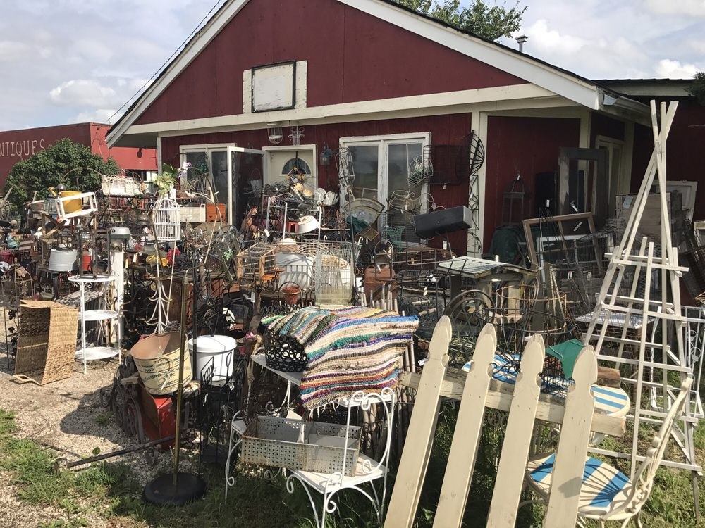 Roosters & Roses: 43W407 US-20, Hampshire, IL