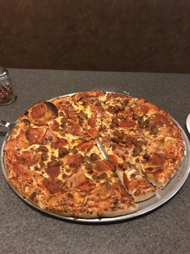 R & R Pizza Express: 161 S Huachuca St, Benson, AZ