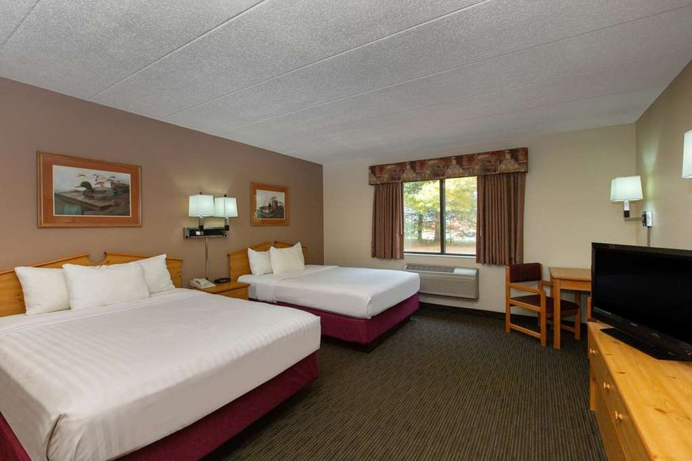AmericInn by Wyndham Ladysmith: 700 West 9th Street South, Ladysmith, WI