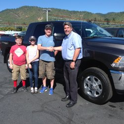 Lithia Dodge Grants Pass >> Lithia Chrysler Jeep Dodge Of Grants Pass New 32 Photos