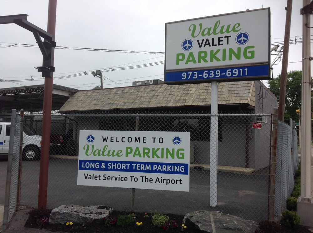 At Vista Parking, we offer competitive off-site Newark Airport parking rates as well as exceptional customer service. In addition, we offer coupons, discounts, and promo codes to help you get the best deal around.
