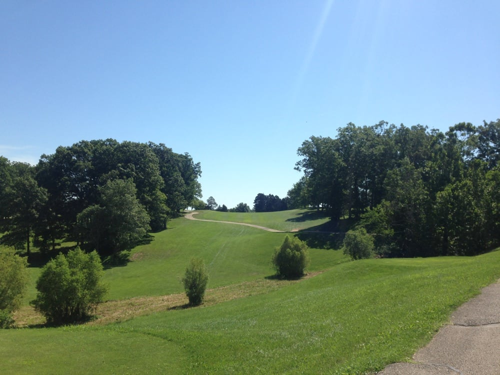 Country Lake Golf Course: I-70 Service Rd, Warrenton, MO