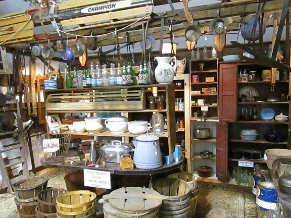Cove Barn Antique Flea Market: 2031 State Rd, Duncannon, PA