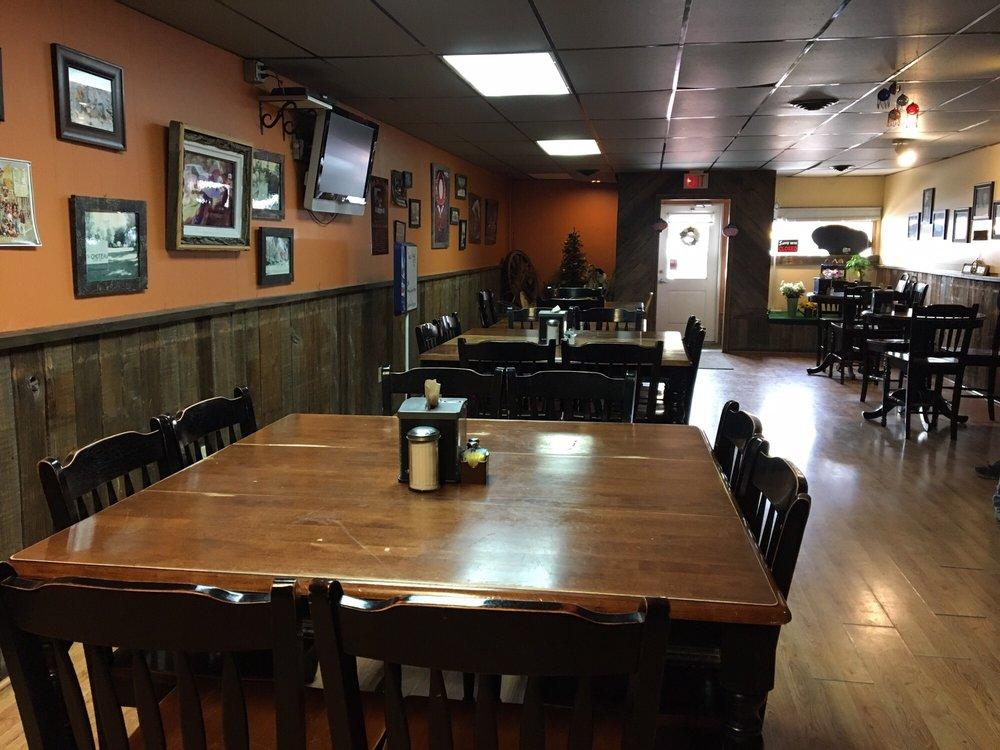 John Henry's Restaurant & Casino: 215 Main Ave N, Choteau, MT