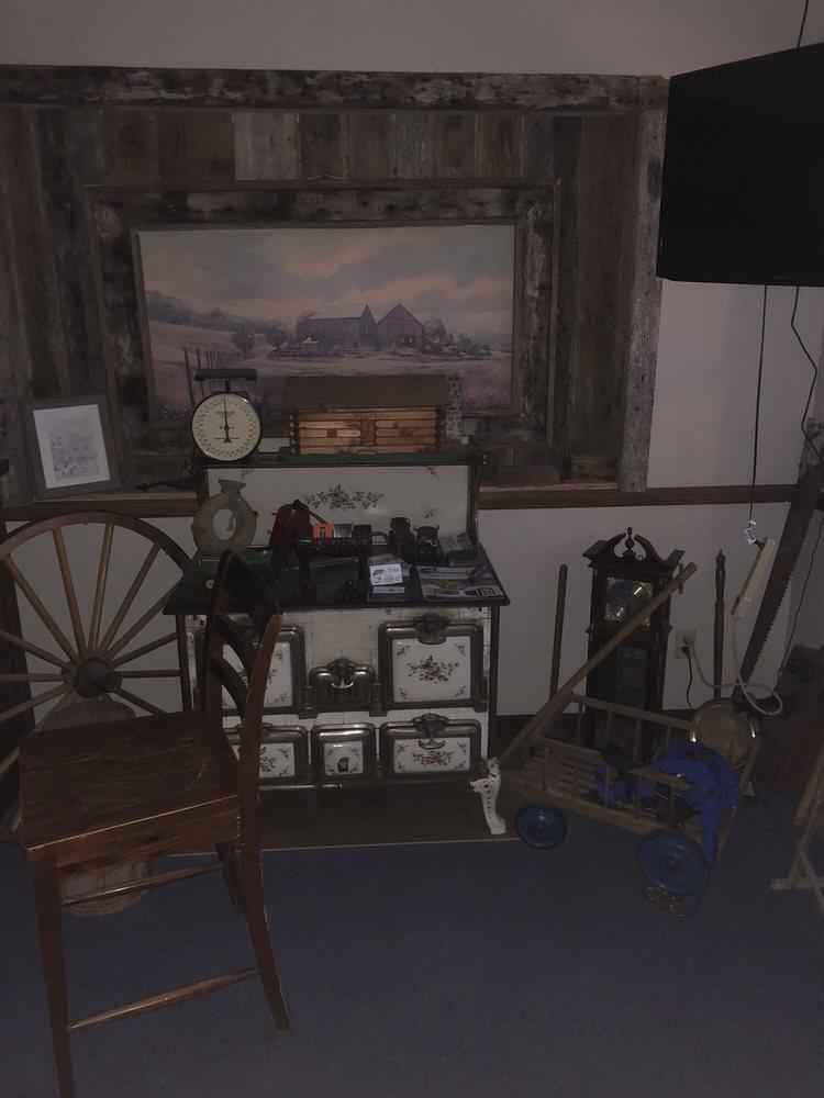 The BarnwooD Inn: 3425 Hwy 123, Humansville, MO