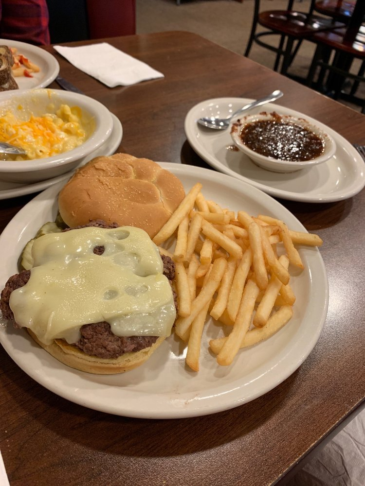 Lulu's Diner: 114 E College Ave, Bluffton, OH