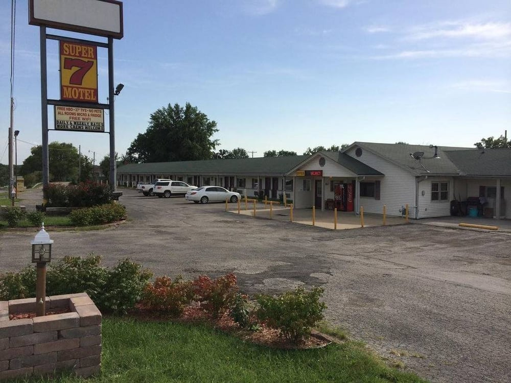 Super 7 Motel: 5650 S Limit Ave, Sedalia, MO