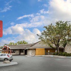 Econo Lodge Near RenoSparks Convention Center Photos - Car show reno sparks convention center
