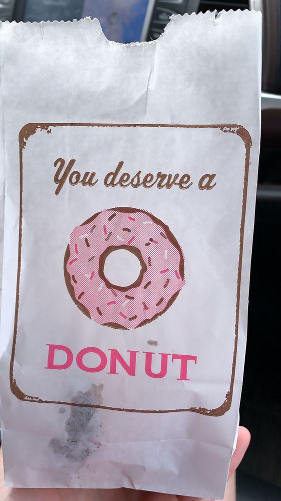 Mister Donut: 2070 Fm 315 S, Chandler, TX
