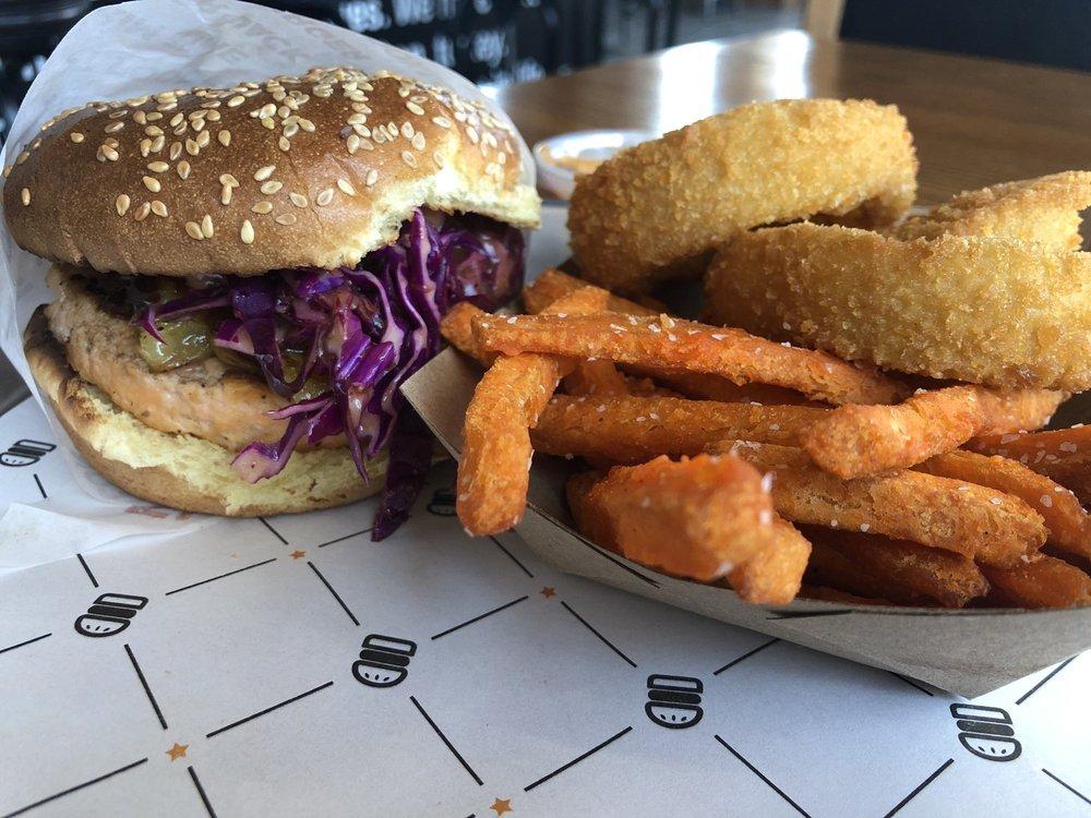 BurgerIM: 2413 Jacaman Rd, Laredo, TX