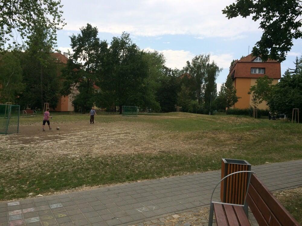Dětské hřiště: Vlnitá 8, Brno, JM