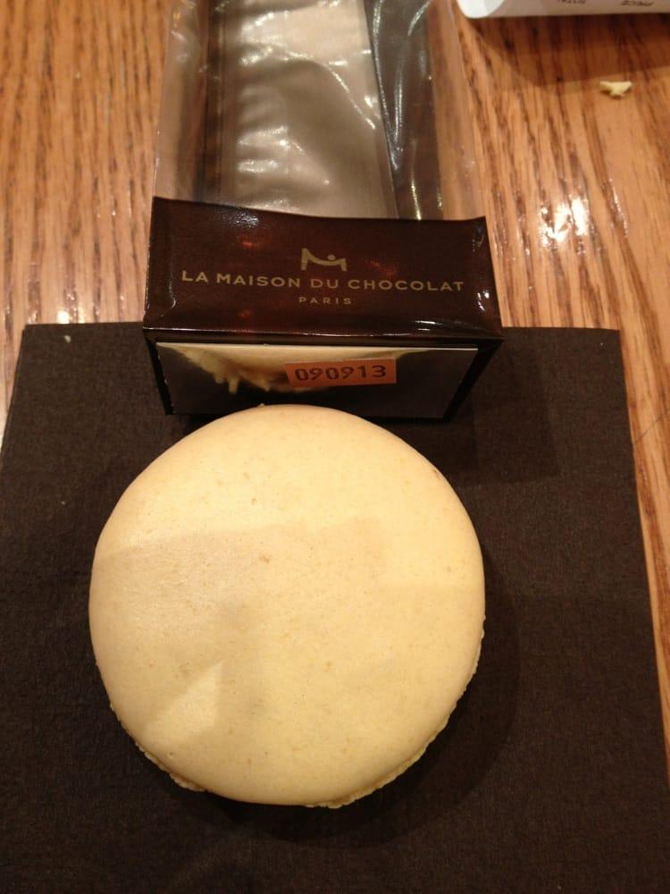 5 large macaron chocolate ganache filling that just for Macarons la maison du chocolat