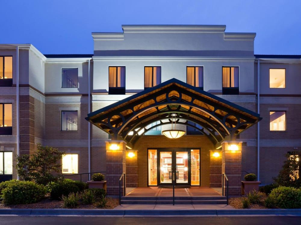 Staybridge Suites Middleton/Madison-West: 7790 Elmwood Ave, Middleton, WI
