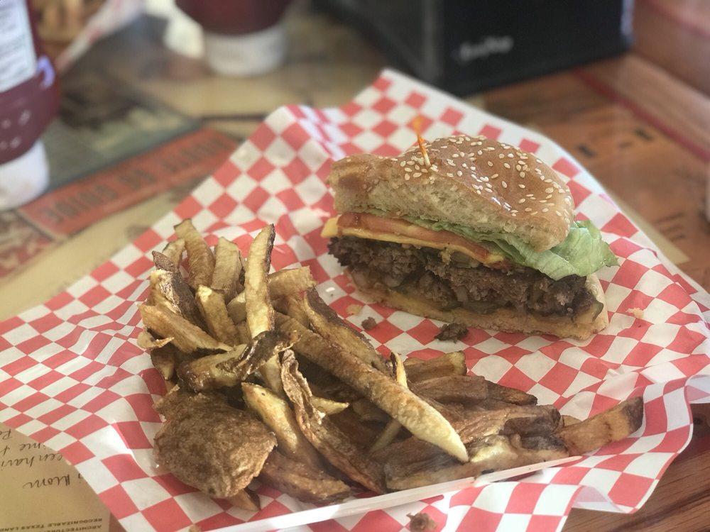 Laguna Burger: Hwy 66, New Laguna, NM