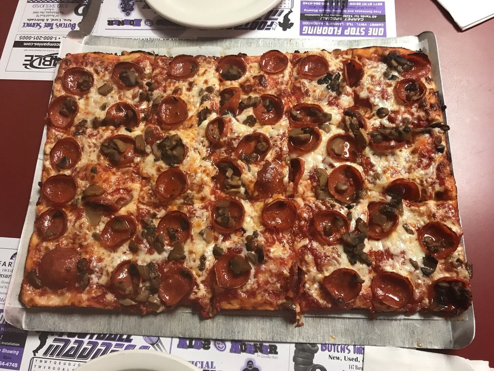 Pangrazio's Pizza & Spaghetti House: 219 Grant St, Dennison, OH