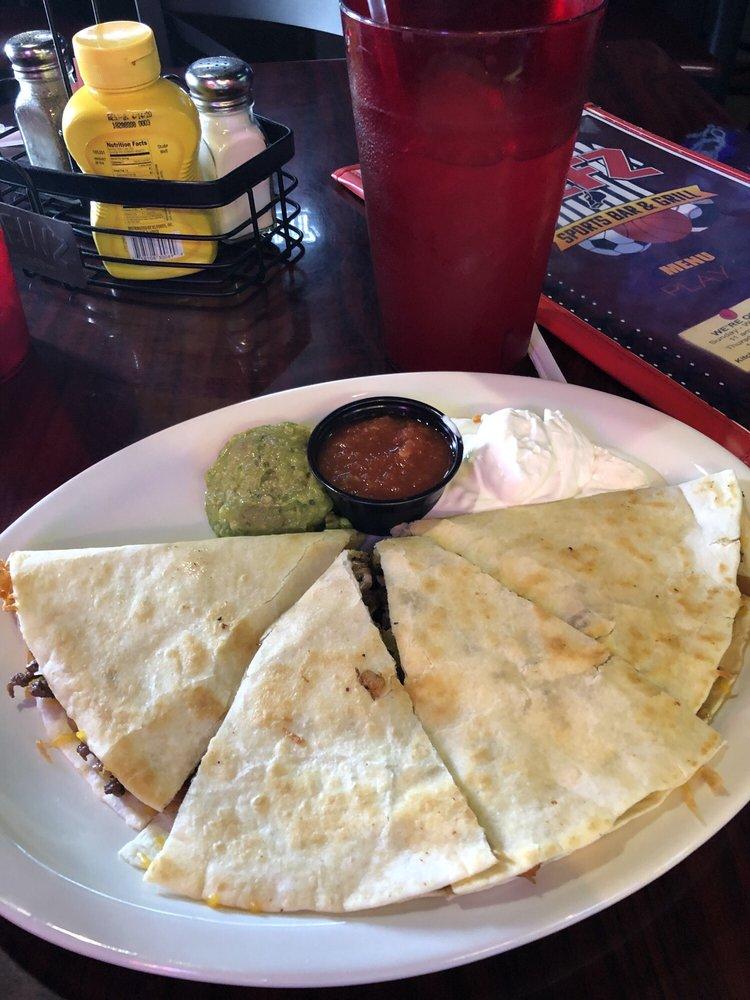 Refz Sports Bar & Grill: 212 NE Hwy 54, Guymon, OK