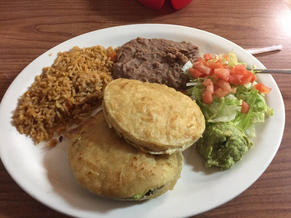Mi Casa Cafe: 821 S Oak, Pearsall, TX